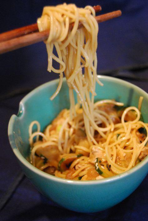 Nouilles Chinoises Sauce Cacahuète