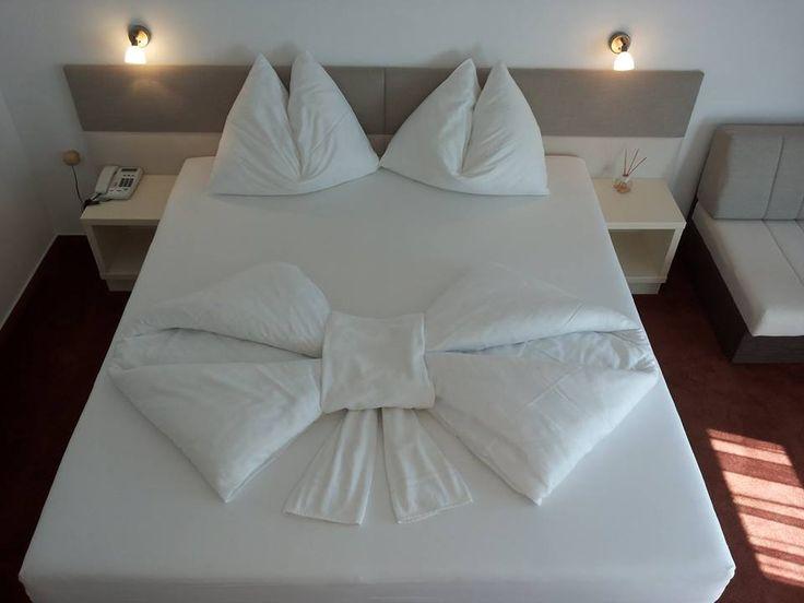 die besten 25 handt cher falten als schwan ideen auf pinterest handt cher falten elefant. Black Bedroom Furniture Sets. Home Design Ideas