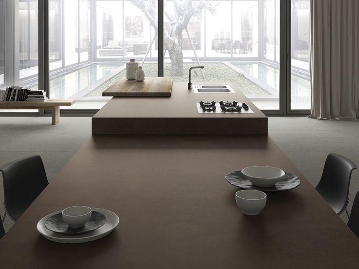 #Cocinas #modernas #abiertas #conisla. #Nobuk #iTOPKer #encimera de #porcelanico, transmite el tacto aterciopelado de la piel en tonos terreos.