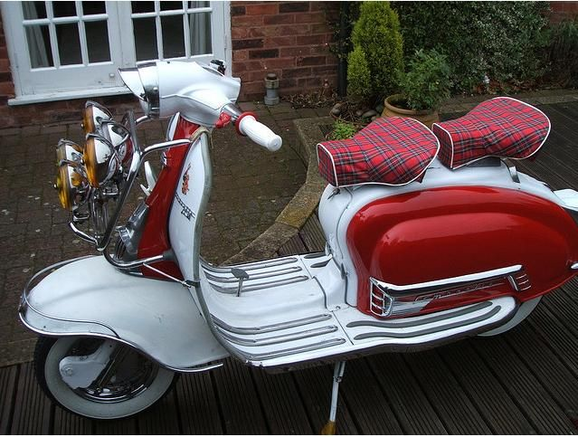 Lambretta with #tartan seats, love to have one of these for new adventures just waiting to happen.