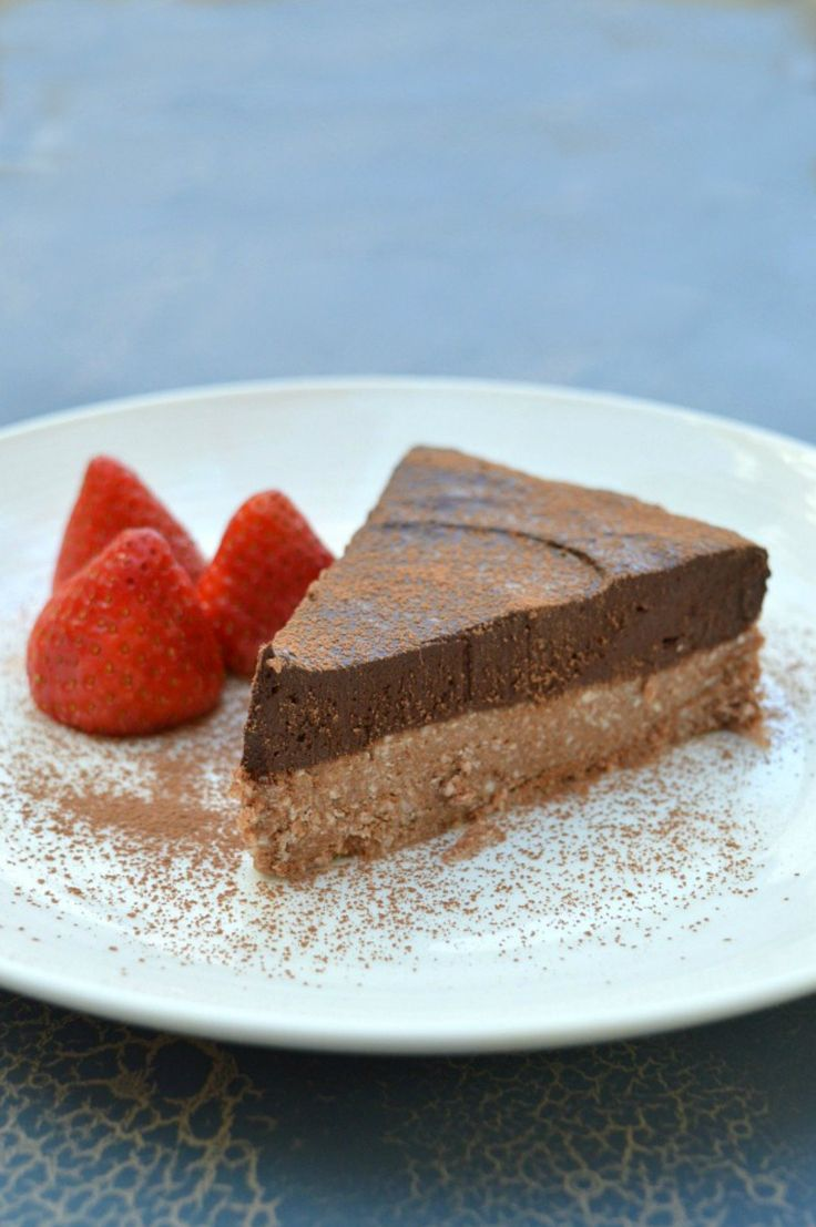 This no bake Thermomix Chocolate Orange Tart is made with dates, almonds and coconut oil and naturally sweetened with honey, oranges and cacao.