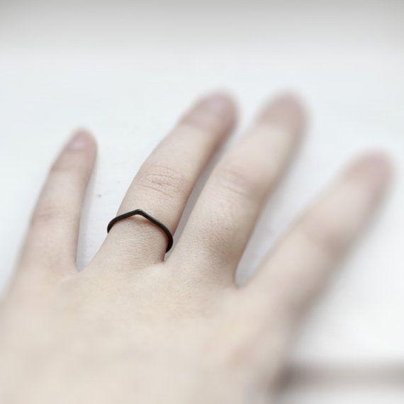 Thorn. bague en argent sterling oxydé par jewelryMirta sur Etsy