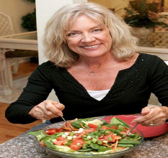 Érett korban miért olyan nehéz a fogyókúra? Caroline Apovian brit dietetikus szerint az a legnagyobb gond, hogy a változó korú hölgyek ugyanúgy szeretnék leadni a kilókat, mint ahogy huszonéves korukban tették, írja a Blikk Nők.