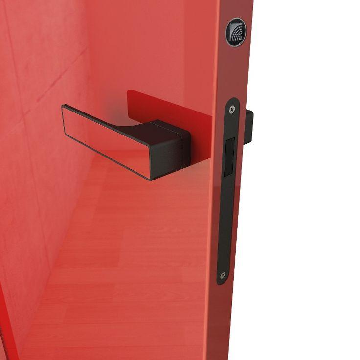 interierove dvere HANAK na mieru, červeny lak podla RAL vzorkovnika, v rovnakej farbe aj klucka dveri