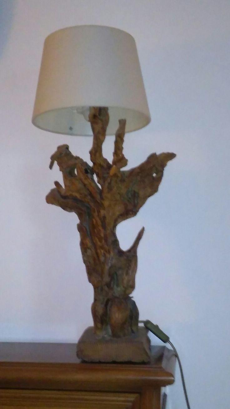 Lampada in radice di legno