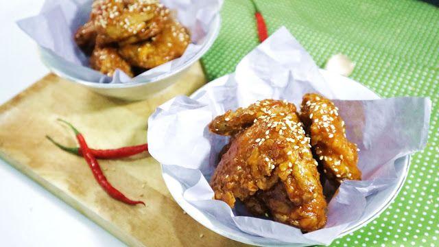 Sayap Ayam Madu (Honey Chicken Wings)  Bahan sayap ayam madu : Bahan : - 500gr sayap ayam - 2 siung bawang putih - 1/2 sdt garam - 1/8sdt merica - Minyak goreng secukupnya untuk menggoreng