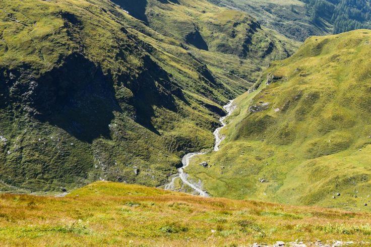 Bergbach an der Glockner Hochalpenstrasse http://www.travelworldonline.de/traveller/hohe-tauern-mit-dem-auto-glockner-hochalpenstrasse/?utm_content=buffer7e1db&utm_medium=social&utm_source=pinterest.com&utm_campaign=buffer ... #berge #mountains #alpen #alps #panoramastrasse