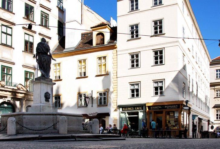 Der Franziskanerplatz und sein Kleines Café