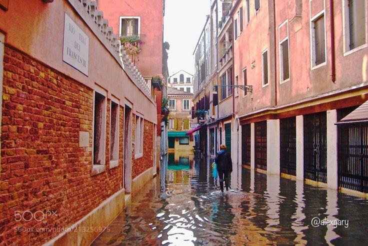 Acqua alta - Acqua alta in Veneto is the term used for high water. Venezia Italia