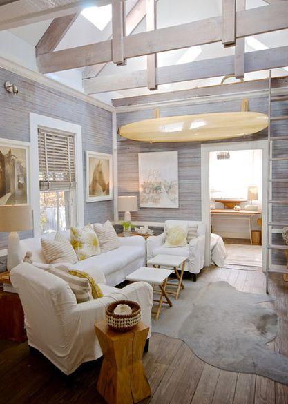 Интерьер небольшой гостиной комнаты в доме на далеком острове Амелия-Айленд, штат Флорида, полностью соответствует атмосфере одного из самых солнечных и дружелюбных штатов Америки.