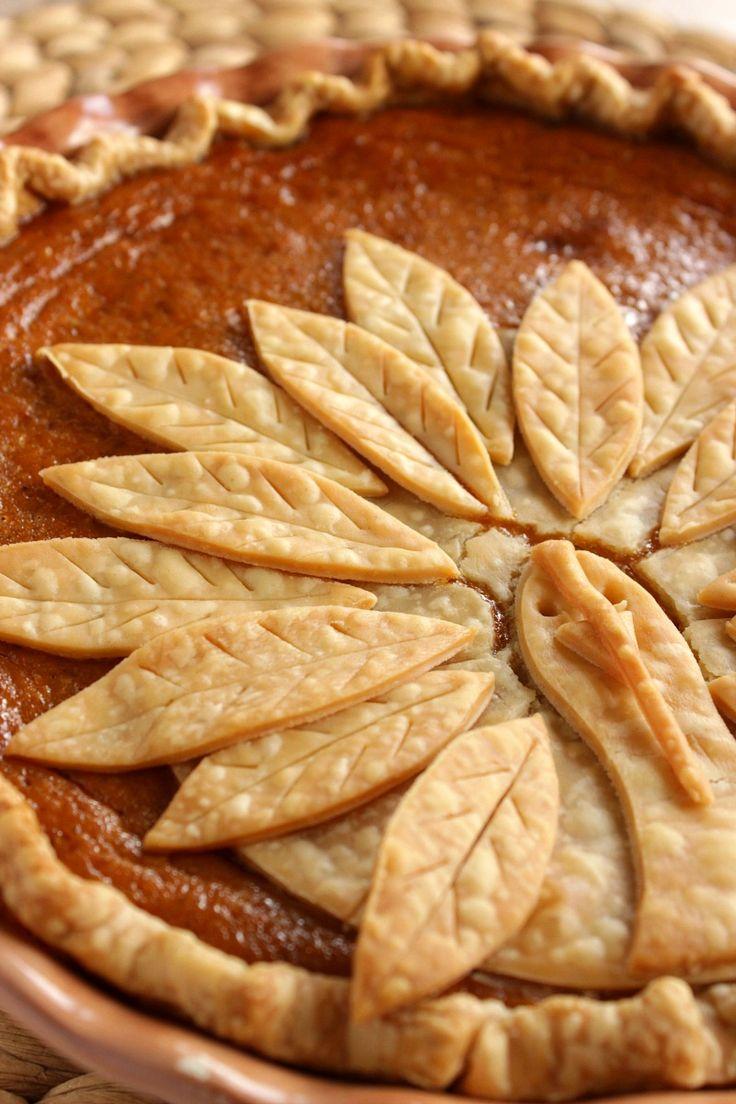 Questo adorabile Turchia Crosta Torta di zucca è facile da ricreare, e vi stupirà la tua famiglia e gli amici questa stagione di festa.  Mi permetta di mostrare come è facile da montare, e cuocere in forno.  - Kudos Kitchen by Renee - www.kudoskitchenbyrenee.com