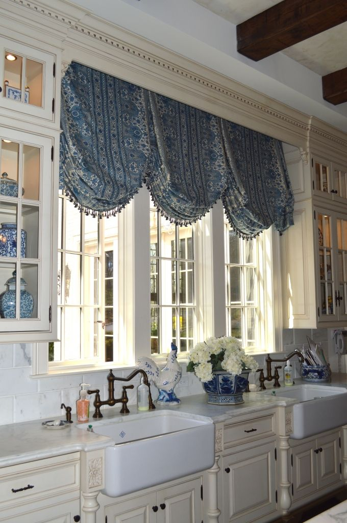 17 best images about blue and white rooms on pinterest sarah richardson master bedrooms and - Country kitchen valances for windows ...