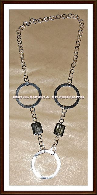 Collar Circulos plateados by Escolastica Tejidos y Bisuteria, via Flickr