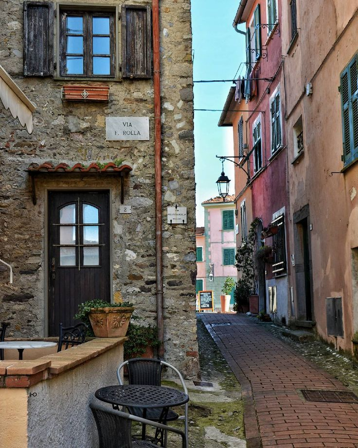 Montemarcello (La Spezia), 8/4/2017  #yallersliguria #italia_city #vivolaspezia #liguria #italy_photolovers #girovagandoperlitalia #borghitalia #ig_laspezia #don_in_italy @don_in_italy #bestliguriapics #vivoliguria #loves_mediterraneo #italia_da_scoprire #bestitaliapics #spvero #ig_liguria_ #top_italia_photo #kings_villages @kings_villages #volgoliguria #volgolaspezia #liguria_best_shots #loves_liguria #loves_cityscapes #top_liguria_photo #myliguria #laspezia_photo #vivoliguria
