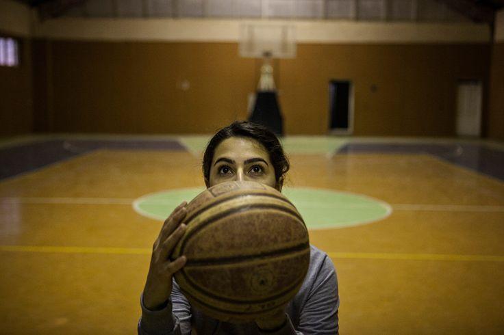 Awin Adil Barkhy si allena nell'unica palestra al coperto di Sulaimaniya, in Iraq, il 23 febbraio. - (Erin Trieb, The New York Times/Contrasto)