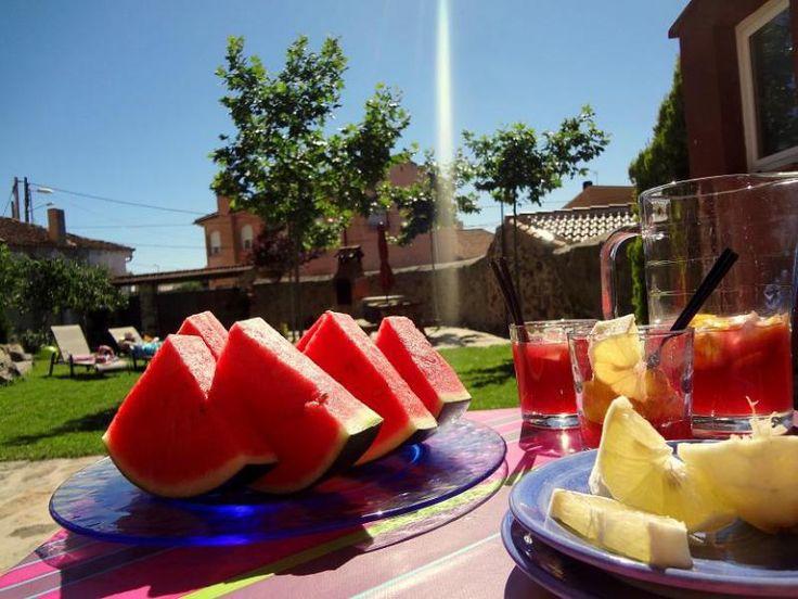Casita limpia y acogedora, a 8 min de Segovia y a 10 min de La Granja de San Ildefonso y 50 min de Madrid con 2 chimeneas, hidromasaje, hilo musical y...