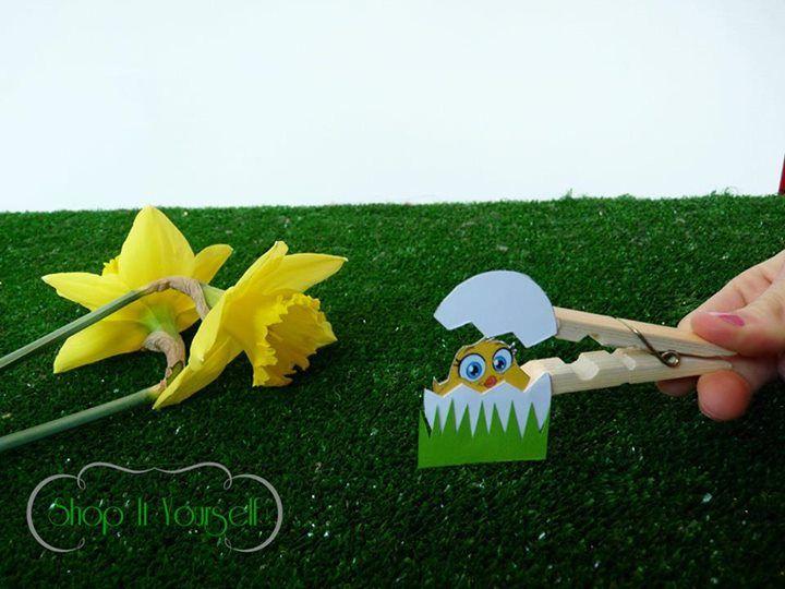 Idée de cadeau d'invité pour Pâques. Kit de réalisation en vente sur le site.  Oeufs, poussin, pince.  Idea of favors for Easter. eggs, clothepins. DIY