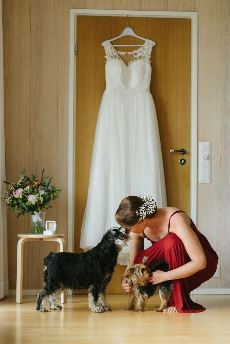 wedding day bride and dogs Julia Lillqvist | Anna and Jani | Bröllop Stundars | http://julialillqvist.com