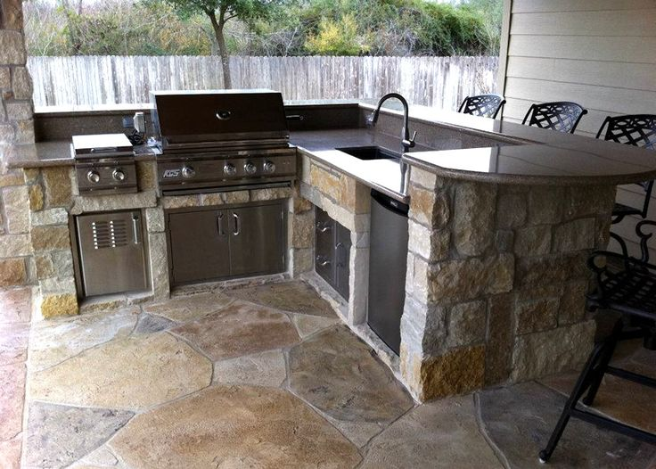Best 25 small outdoor kitchens ideas on pinterest for Outdoor kitchen area ideas
