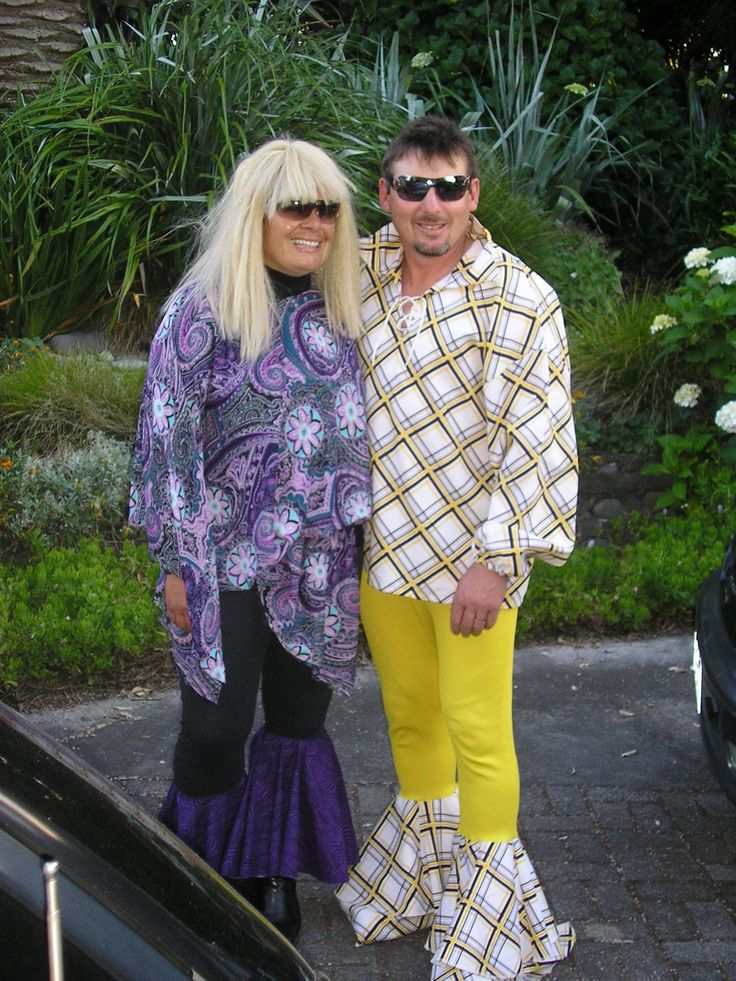 A couple of fashionable kiwis dressed in their finest for a big night out. I wonder if all ex-All Blacks dress like this, particularly sevens players?