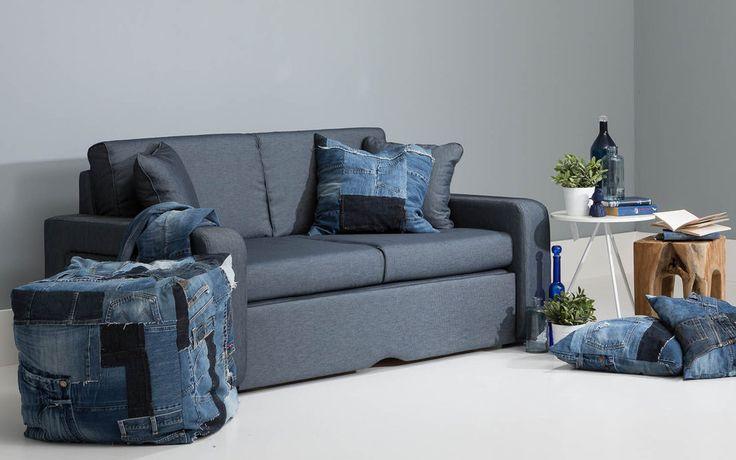 Slaapbank Basiq is een enorm scherp geprijsd model dat geen concessies doet in het slaapcomfort. Deze slaapbank is in een handomdraai te veranderen van zitbank naar een comfortabel liggedeelte. Voor het bedklaar maken moet aan de voorzijde de plint naar voren getrokken waarna de 2-delige lattenbodem uitschuift. De rug- en zitkussen combinatie worden als matras gebruikt.