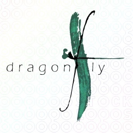 Beautiful use of watercolor stroke, dainty font, good use of space and shape. Nice logo