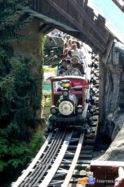 11/11   Photo du Roller Coaster Alpen Express situé à @Europa-Park (Rust) (Allemagne). Plus d'information sur notre site www.e-coasters.com !! Tous les meilleurs Parcs d'Attractions sur un seul site web !! Découvrez également notre vidéo embarquée à cette adresse : http://youtu.be/l83TX4Yx5yI