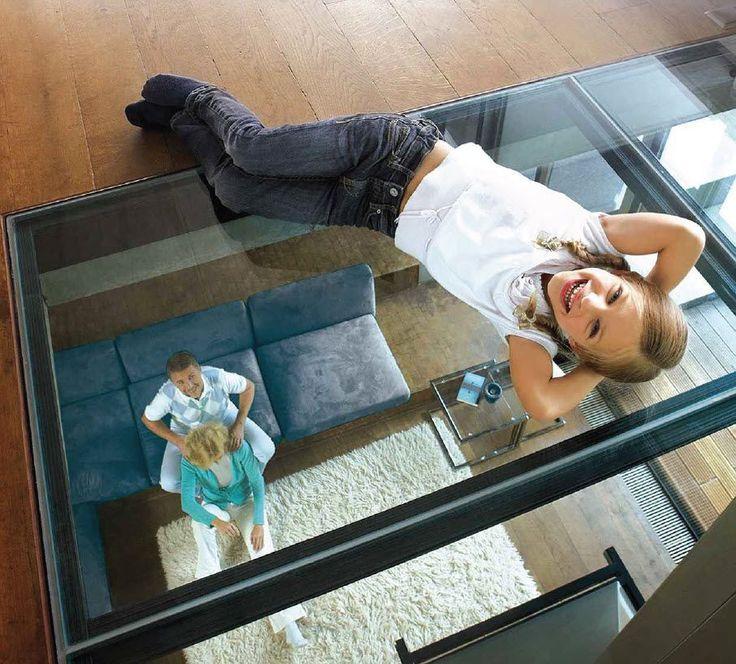 Vous rêvez d'un revêtement d'exception ? Le sol en verre transparent est la solution pour les amoureux de déco originale à poser au dessus des espaces peu lumineux