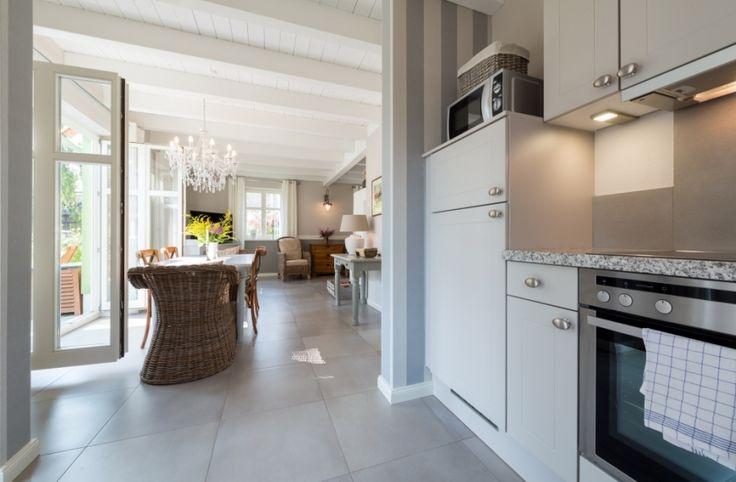90m f r 4 6 personen wohnzimmer mit gem tlicher sitzgarnitur und kamin vollausgestattete. Black Bedroom Furniture Sets. Home Design Ideas