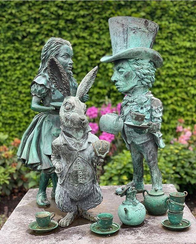c8b22adddff65e686c33806495b46fff - Hamilton Gardens New Zealand Alice In Wonderland