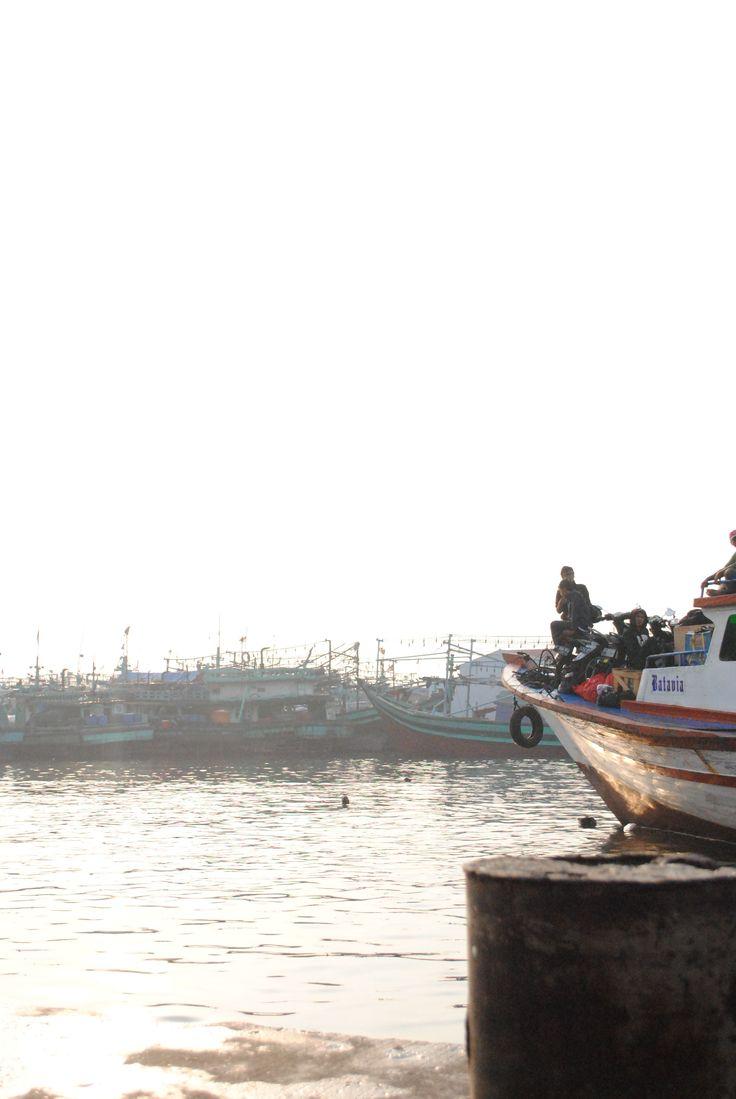 Pelabuhan kapal ikan Muara Angke, Jakarta.