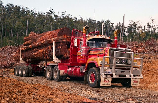 mack ea triffett son 39 s mack superliner log truck tasmania australia mack trucks. Black Bedroom Furniture Sets. Home Design Ideas