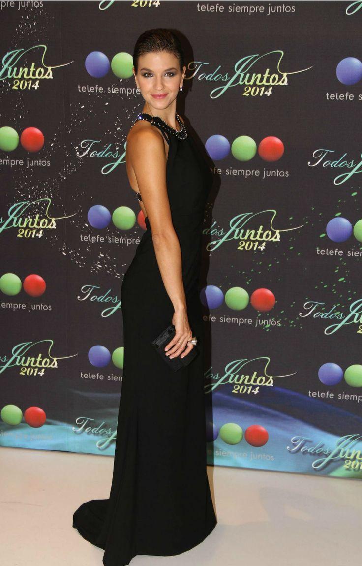 Marcela Kloosterboer, Lució un vestido negro de Evangelina Bomparola con un escote muy sexy en la espalda