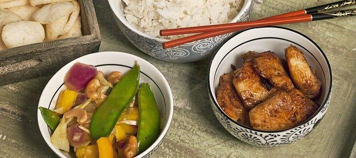 Oosters gerecht van gemarineerde vis met gewokte groente, lekker en gezond