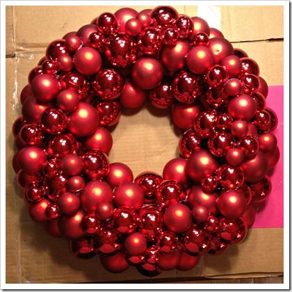 ornament christmas wreath...I love how fat and layered this is!