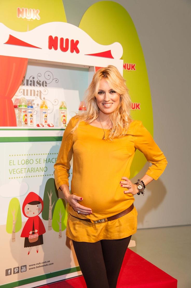 Carolina Cerezuela, embarazada de su segundo hijo, ha ejercido de madrina de la nueva colección de biberones y chupetes NUK Érase una vez que puedes comprar en www.somospapas.com/nuk