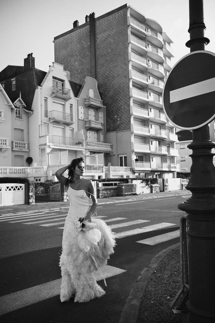 Runaway Bride. Isabeli Fontana for Vogue France