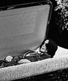 Michael jackson 39 s body in his casket google search for Michael b jewelry death