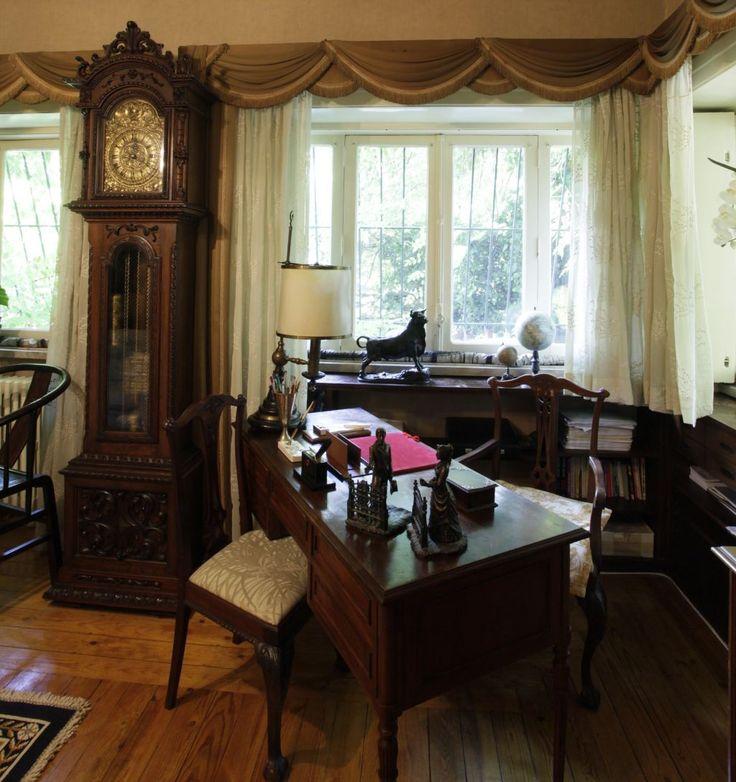 Foto geral da sala principal. Todas as peças da sala foram leiloadas e vendidas.
