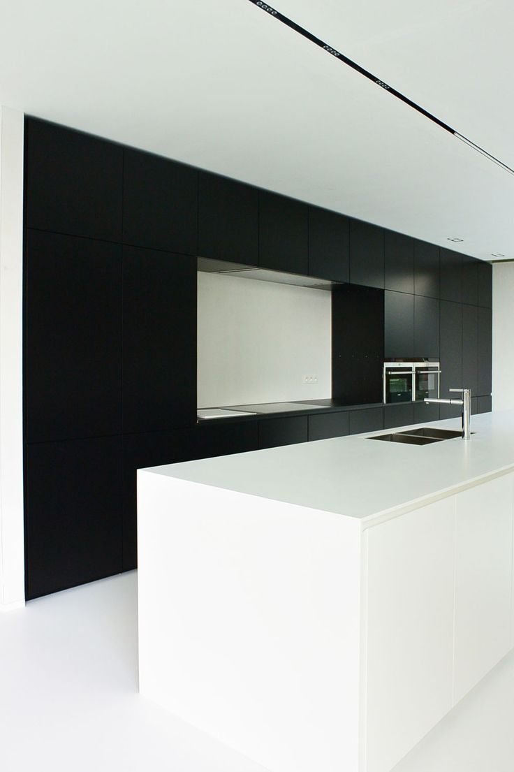 KACHET ARCHITECTS  Keuken  Kitchen  Corian  Zwart  Wit  Gietvloer  Belgianarchitecture  Architecture