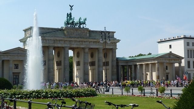 Brandenburger Tor Berlin Kostenloses Foto Auf Pixabay Brandenburger Berlin Tor Berlijn Brandenburg Gate Berlino Sommer Vedere Co In 2020 Germany Places Top Place