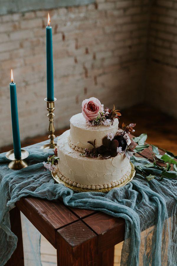 wedding cake ideas - photo by Kate Touzel Photography http://ruffledblog.com/modern-metallic-wedding-inspiration