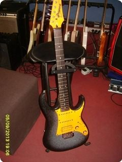 This old Ibanez is fresh restaurated, with special touch of paint, too much work for the real worth.