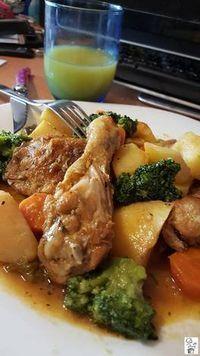 Estofado de pollo con patatas y verduras