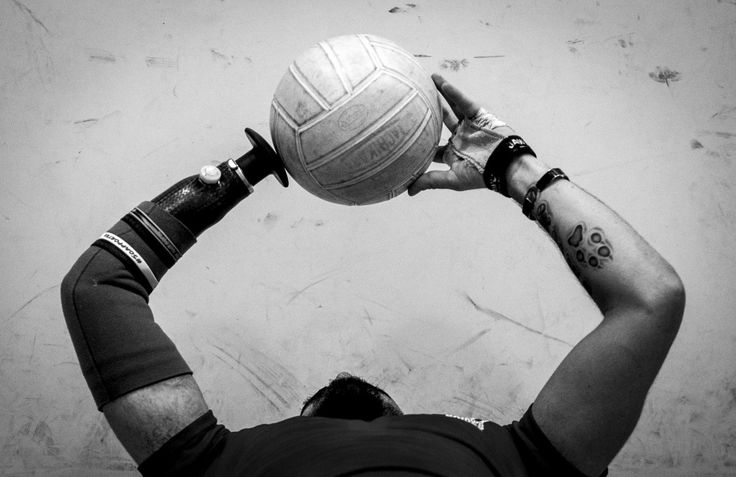 A US Air Force wounded warrior retired Staff Sgt. Daniel Crane practices tossing the volleyball during the Air Force hosted North East Regional Warrior CARE event at Joint Base Andrews, Maryland, November 17, 2015.  The Air Force Wounded Warrior Program is a federally mandated program that provides personalized care, services and advocacy for wounded, ill and injured airmen through sports, fellowship and treatment.