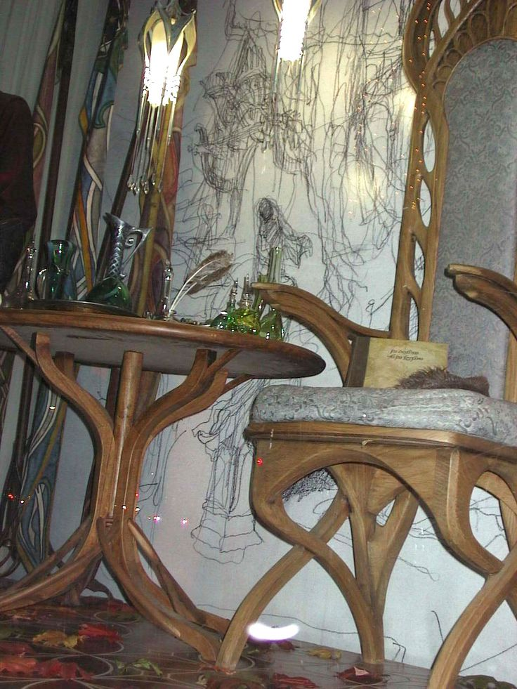 39 best images about lotr hobbit sets on pinterest boats for Hobbit house furniture