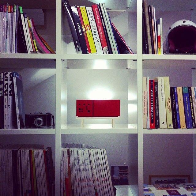 #casa #studio #libreria #lavoro #passioni #bookshelf #library #casabella #area #domus #interni #books #oldcamera #helmet #monografie #work #life #mini #cabinet