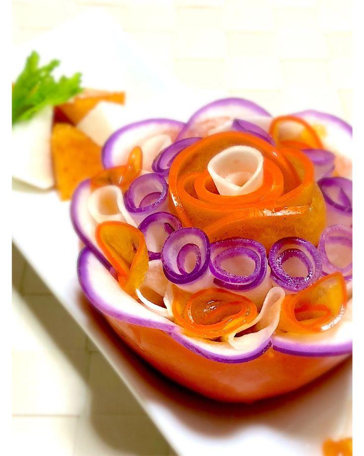 Yumie Hanzawaさんのお料理柿とカブのなます #snapdish #foodstagram #instafood #homemade #cooking #foodphotography #instayummy #料理 #おうちごはん #テーブルコーディネート #器 #暮らし #柿 #蕪 #カブ #なます #正月 #おせち #おせち料理 #御節料理 #御節 https://snapdish.co/d/8fL8ja