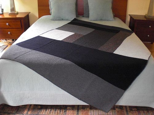This photo gave me an idea!  How many times are the quilts a little too small for our king size bed?  White underneath and the beautiful quilt on this angle!!!