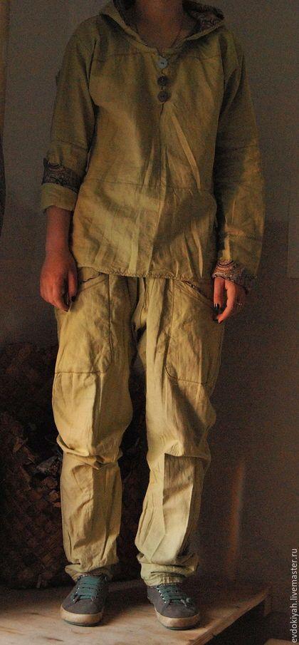 Купить или заказать ОДЕЖДА ДЛЯ СВОБОДНЫХ НАТУР в интернет-магазине на Ярмарке Мастеров. Очень удобный и стильный костюм для повседневной жизни.Выполнен изо льна с хлопоком. Штаны полностью на подкладке, т е двойные с широким шагом Рубашка-частично на подкладке Может быть изменен и дополнен.Например рубашку можно сделать из более тонкого материала и дополнить курткой с капюшоном двухсторонней или еще как -нибудь Вместо штанов сделать юбку до середины икры Может быть как женским так и…